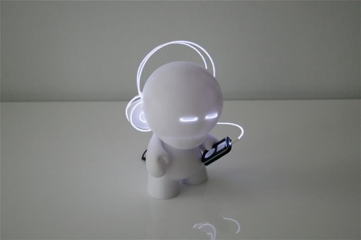 Lightbotz-by-Marcus-Tremonto-for-Kidrobot-yatzer_2
