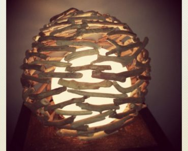 Ball drift wood lamp