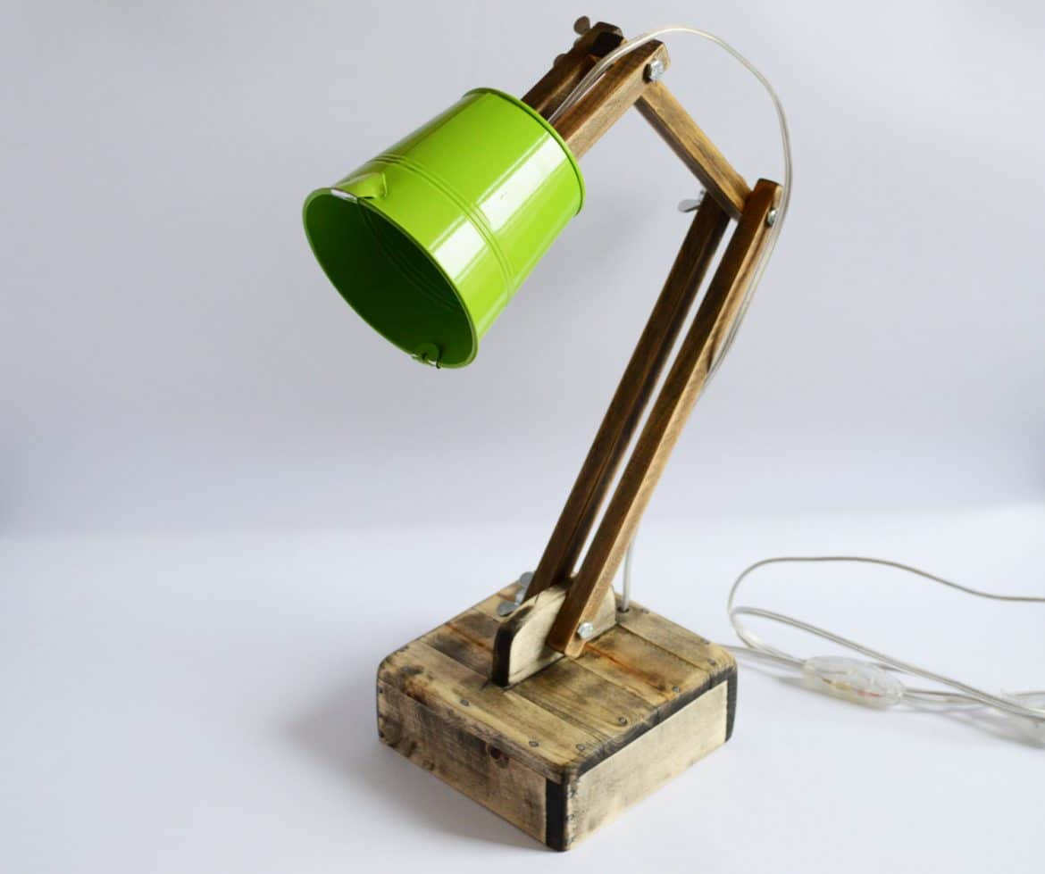 Cute Wooden Reading Desk Lamp