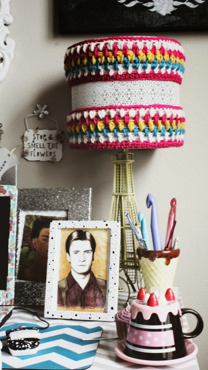 DIY: Crocheted Pendant Lighting Cozy