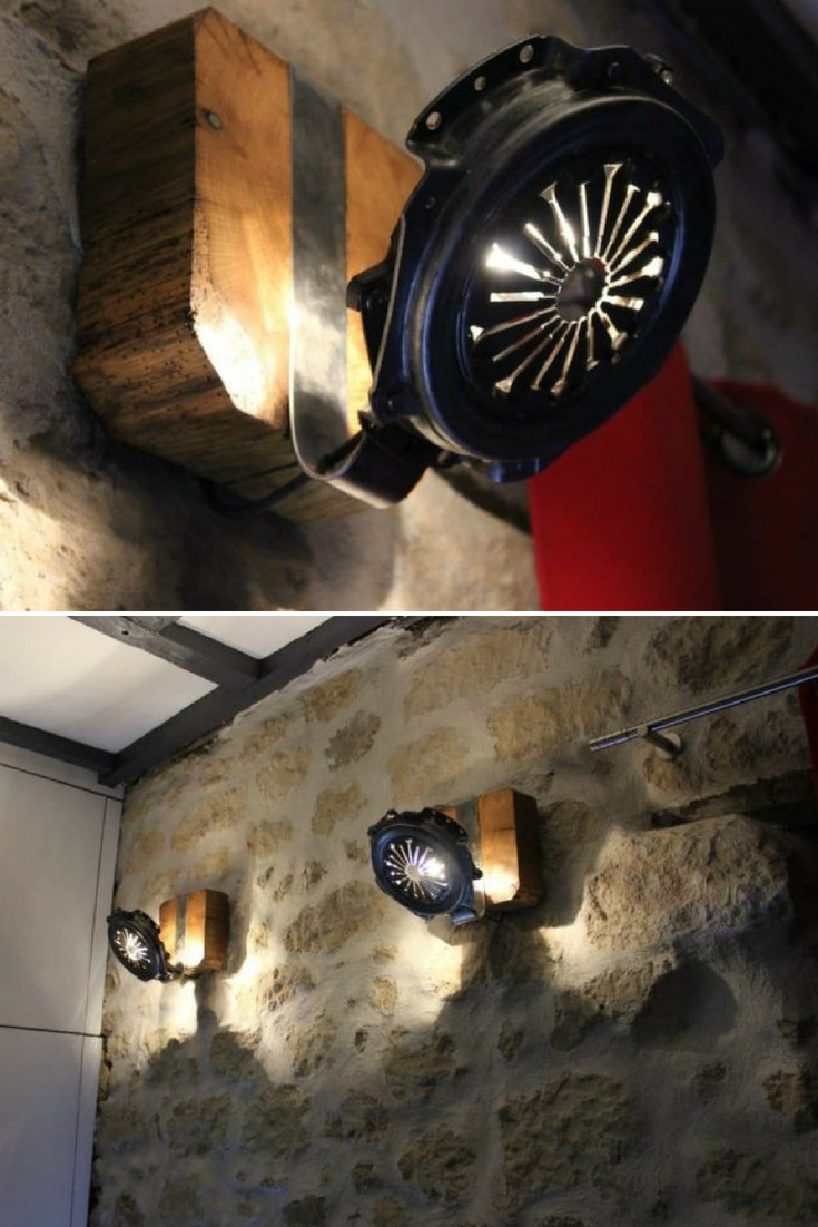 Nice homemade wall Sconce made From clutch parts and wood, cosy modern farmhouse lighting with a rustic wall. #diylighting #farmhousedecor #handmadelighting #lamp #lighting #lightingdesign #modernlighting #recycle #rusticlighting #sconce #steel #vintagelighting #woodlamp #woodworking