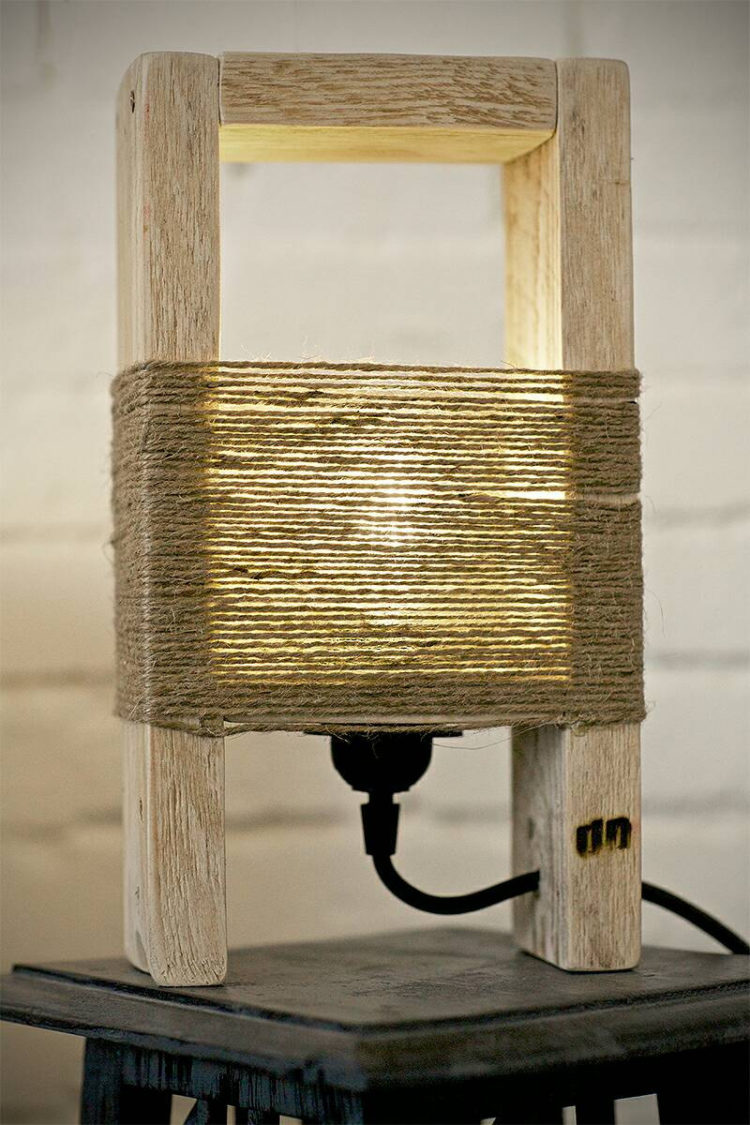 Cute wood table lamp made with a pallet id lights - Table palette de bois ...