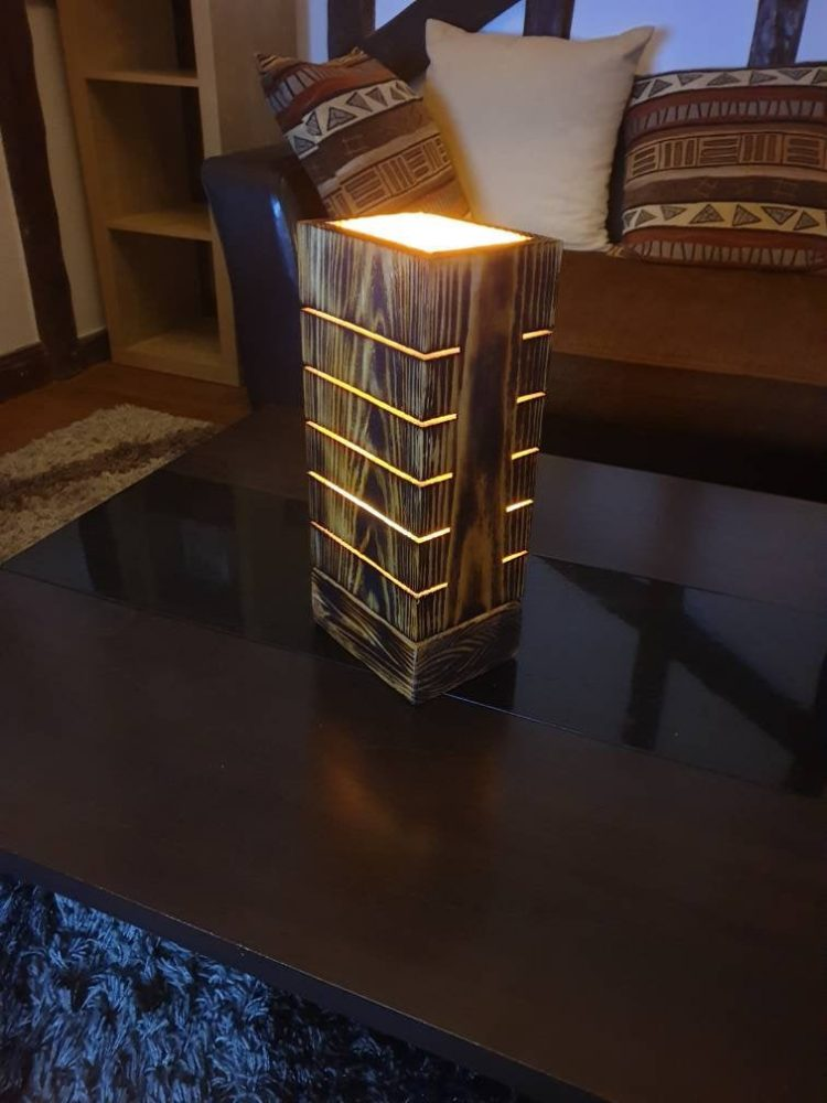 Amazing Wooden Palet Lamp