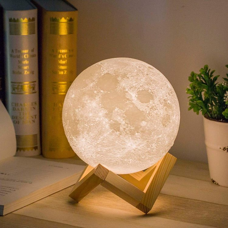7 Amazing Moon Lamps