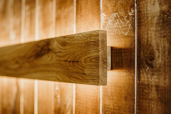 Handmade wall luminaire of oak wood 1 - iD Lights